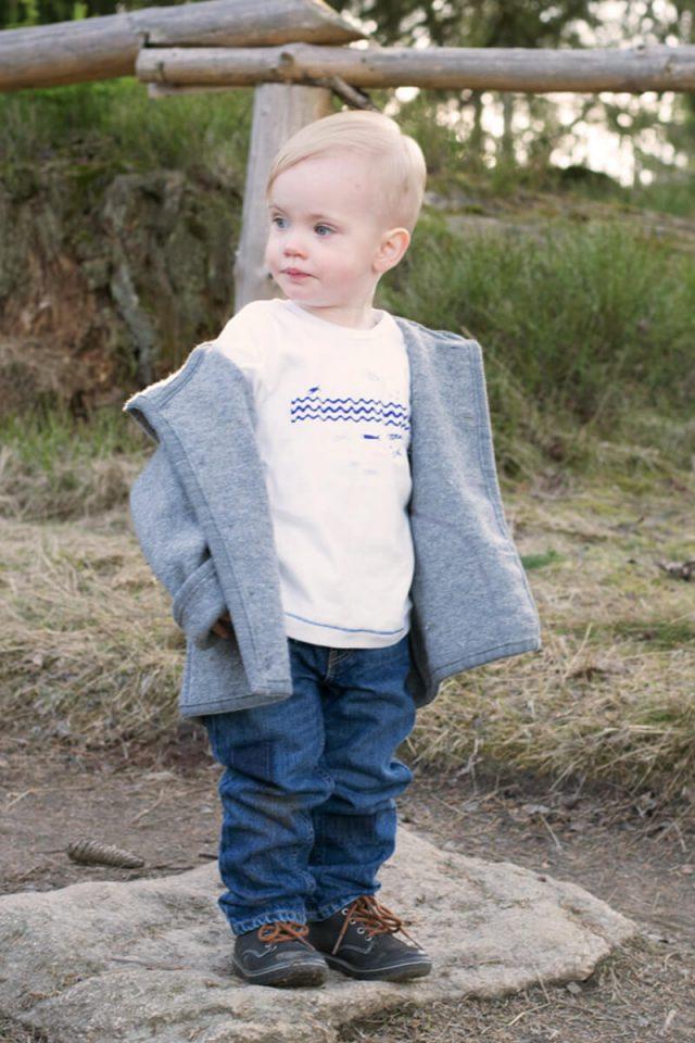 Aric von trendshock in hessnatur Wollwalkjacke und Bio-Baumwoll-Shirt
