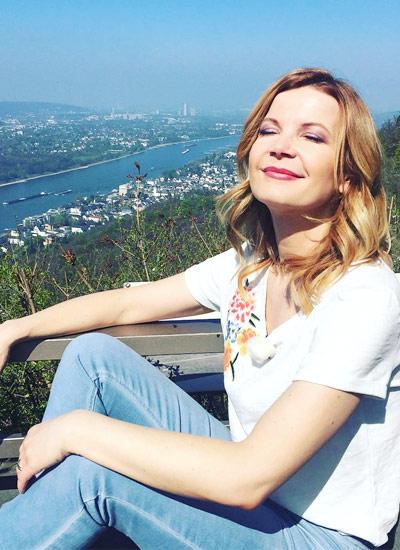 Eva Imhof in der sommerlichen hessnatur Jeans bei RTL Guten Morgen