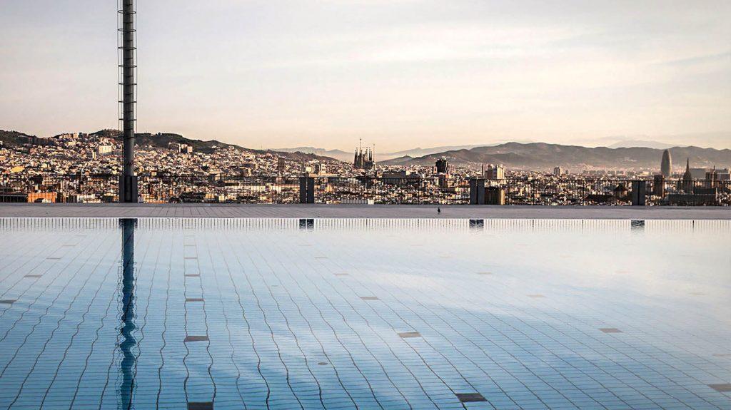 Sommer-Kollektion-2017-Fotoshooting-Barcelona-Pool