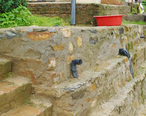 Wiederaufbau der Mauern nach dem Erdbeben in Nepal