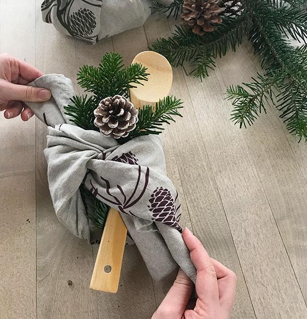 hessnatur Geschenk verpacken Schritt 4