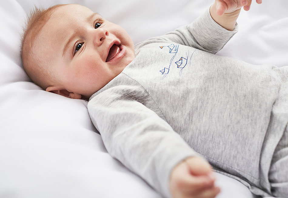 baby und kinderkleidung aus bio baumwolle erstausstattung hessnatur deutschland. Black Bedroom Furniture Sets. Home Design Ideas