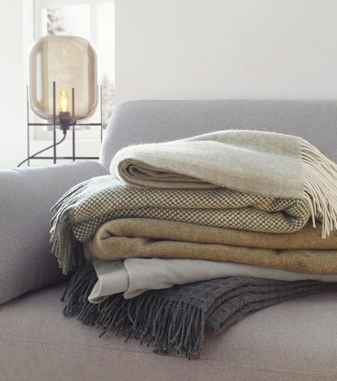 bettdecken naturfaser kleiderst nder f r schlafzimmer spiral bettw sche mit spruch trend. Black Bedroom Furniture Sets. Home Design Ideas