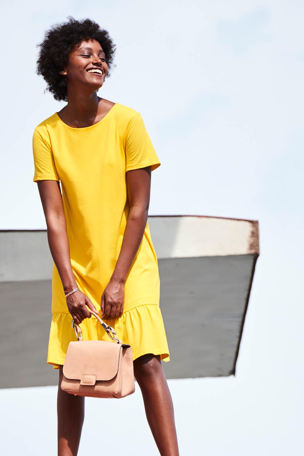 hessnatur-rueschen-romantische-sommer-styles-kleid-gelb